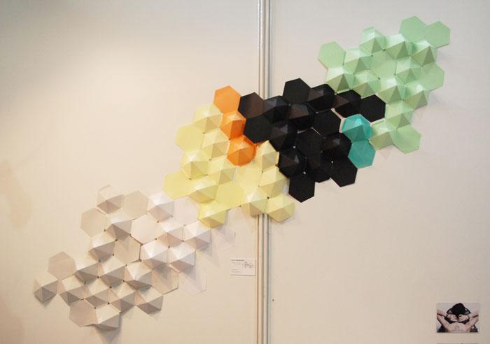 Set-Design-mural-hexagone-3D-paper-Blanc-manteaux