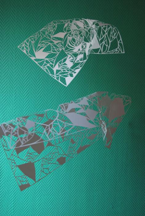 Installation suspendue, papier blanc ajouré, Kirigami, motifs géométriques, Exposition Sunset Mall de Dubaï, 2014, Laure Devenelle