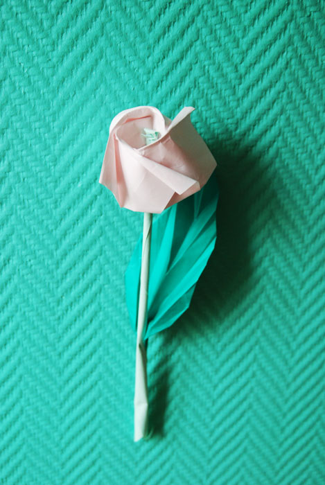 Rose en papier Origami, FLEURS, SET DESIGN, ORIGAMI, PAPIERS COLORÉS, PARIS, 2015, LAURE DEVENELLE