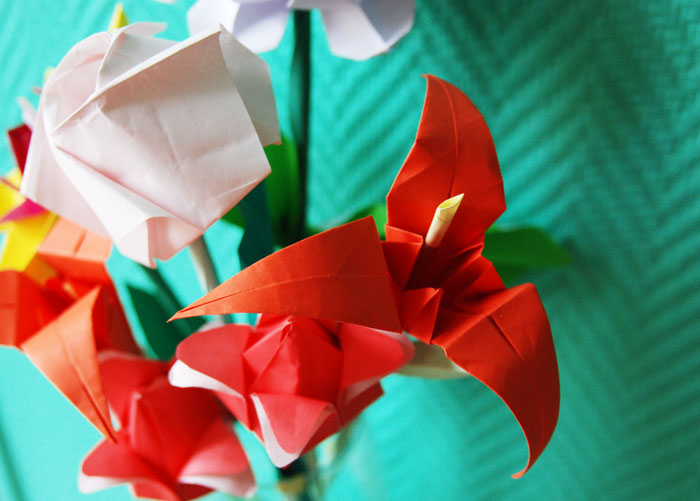 Zoom-Iris, FLEURS en papier Origami, SET DESIGN, ORIGAMI, PAPIERS COLORÉS, PARIS, 2015, LAURE DEVENELLE