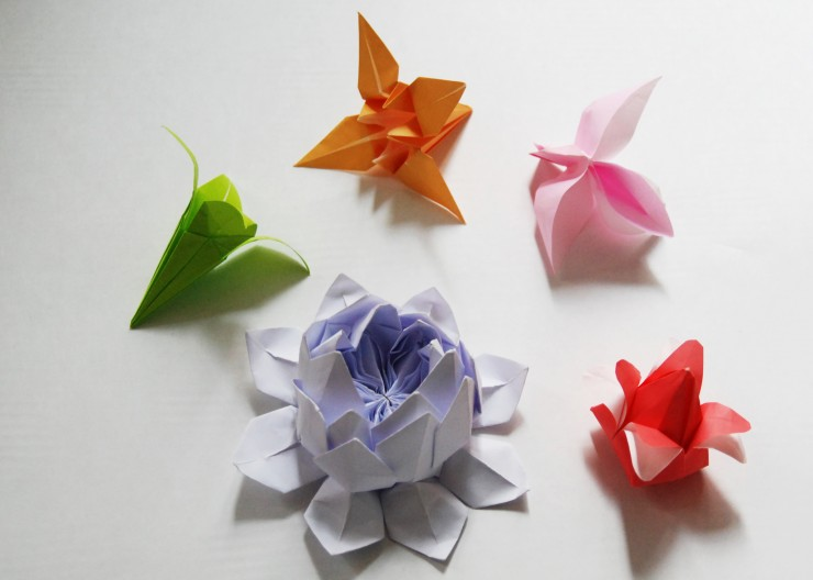 FLEURS en papie Origami, SET DESIGN, PAPIERS COLORÉS, PARIS, 2015, LAURE DEVENELLE