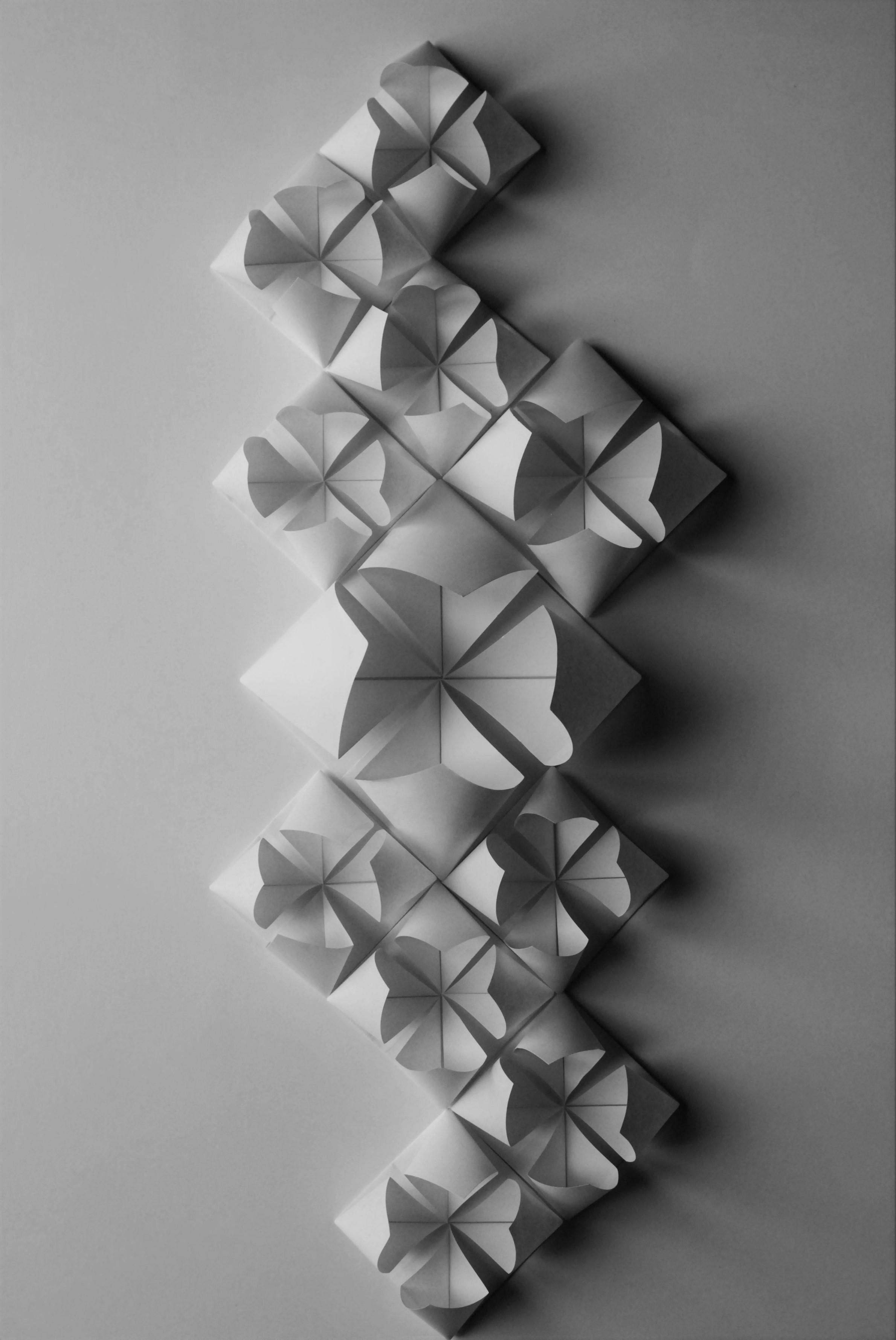 Mosaique fleur origami ©-Laure-Devenelle Wedding design Cloison paroi papier