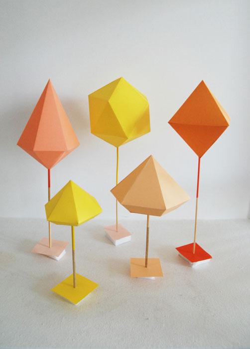 Présentoir-©-Laure-Devenelle Set Design minéraux Solide 3D papier volume origami