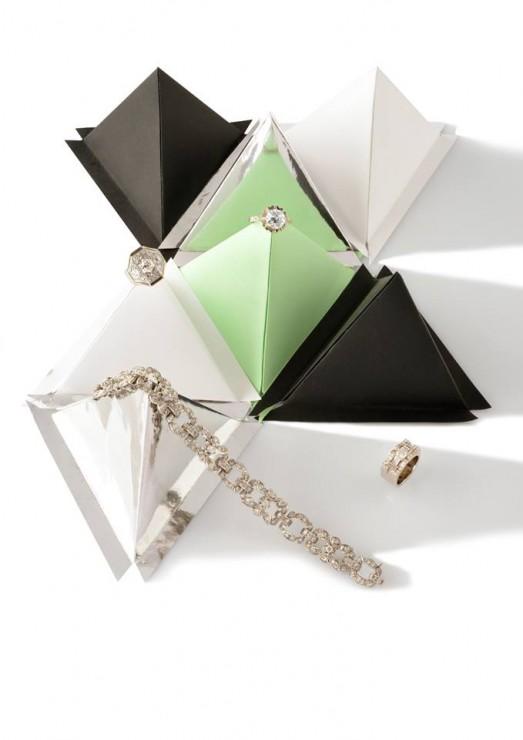Installation Origami, triangle 3D papier, SET DESIGN PAPER POUR LE CATALOGUE D'UNE VENTE AUX ENCHÈRES DE BIJOUX CHEZ OSÉNAT: MAISON DE VENTE AUX ENCHÈRES, laure devenelle, 2015