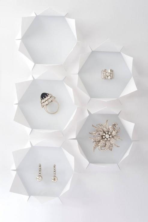 Installation Origami, Hexagones 3D papier ouverts, SET DESIGN PAPER POUR LE CATALOGUE D'UNE VENTE AUX ENCHÈRES DE BIJOUX CHEZ OSÉNAT: MAISON DE VENTE AUX ENCHÈRES, Laure Devenelle, 2015