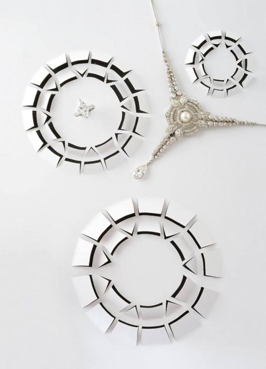 Installation Kirigami, vue du dessus diamants papiers ajourés, SET DESIGN PAPER POUR LE CATALOGUE D'UNE VENTE AUX ENCHÈRES DE BIJOUX CHEZ OSÉNAT: MAISON DE VENTE AUX ENCHÈRES, Laure Devenelle, 2015
