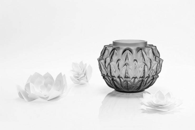 fleurs Vases Cynara SET DESIGN PAPER POUR LE CATALOGUE LALIQUE CRISTAL - COLLECTION LANGUEDOC AH 2015, INSTALLATION ET CRÉATION DE VÉGÉTAUX EN PAPIER BLANC, KIRIGAMI, PAPIER DÉCOUPÉ, PARIS 2015, LAURE DEVENELLE