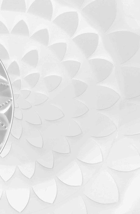 rosace-vue-du-dessus, SET DESIGN PAPER POUR LE CATALOGUE LALIQUE CRISTAL - COLLECTION LANGUEDOC AH 2015, INSTALLATION ET CRÉATION DE VÉGÉTAUX EN PAPIER BLANC, KIRIGAMI, PAPIER DÉCOUPÉ, PARIS 2015, LAURE DEVENELLE