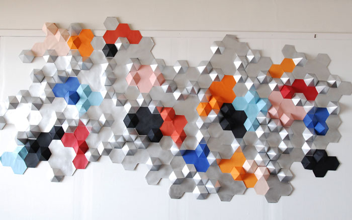 Constellation, Origami, Hexagones en papier argenté et coloré, Installation Origami bois, Design Papier et Photographie Laure Devenelle, 2015