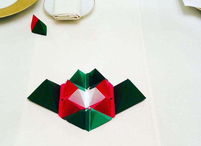 Badoit-Centre-de-table-paper-art-Laure-Devenelle