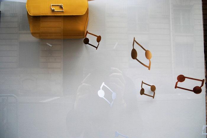SCÉNOGRAPHIE PAPER ART DES VITRINES CLARITONE, PARIS, LAURE DEVENELLE