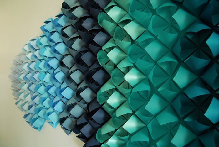 FLORIGAMI WALL, INSTALLATIONS MURALES ORIGAMI PAPER ART, TECHNYSTYLE, SAINT CLOUD, LAURE DEVENELLE