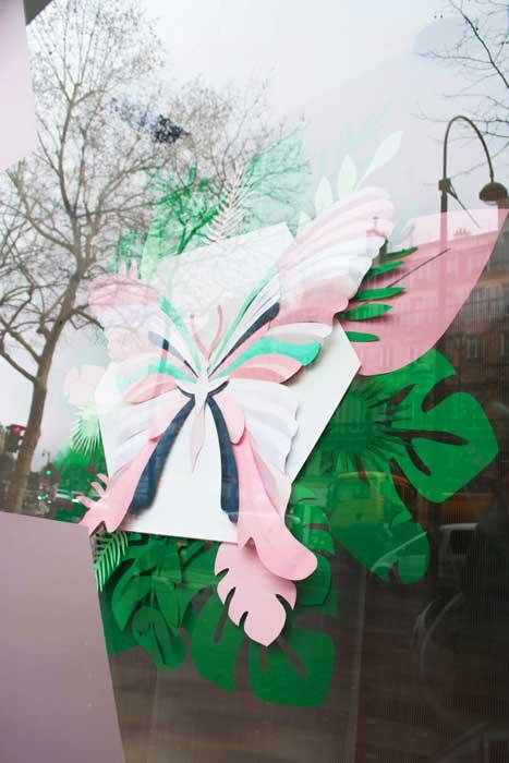 Papillon et feuillage tropical, 3D paper, sculpture, volume, kirigami, découpe papier, scenographie de vitrine avec mapetitevitrine, création, 2018, Laure Devenelle