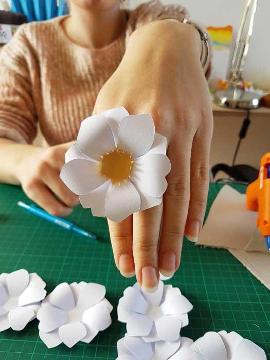 Fleur soleil, essai bague, commande pour un lancement de parfum pour Azzaro, 2018, Laure Devenelle