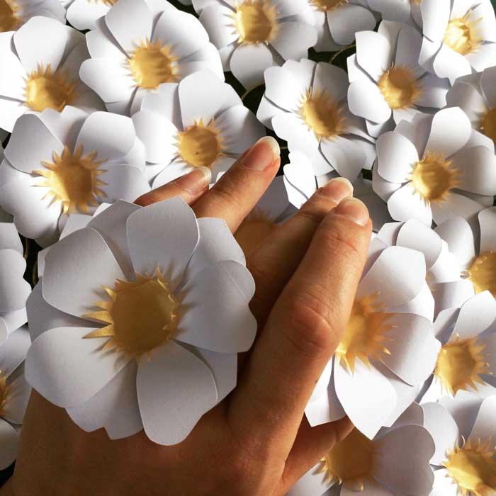 Fleur soleil, paper 3D, commande pour un lancement de parfum pour Azzaro, 2018, Laure Devenelle