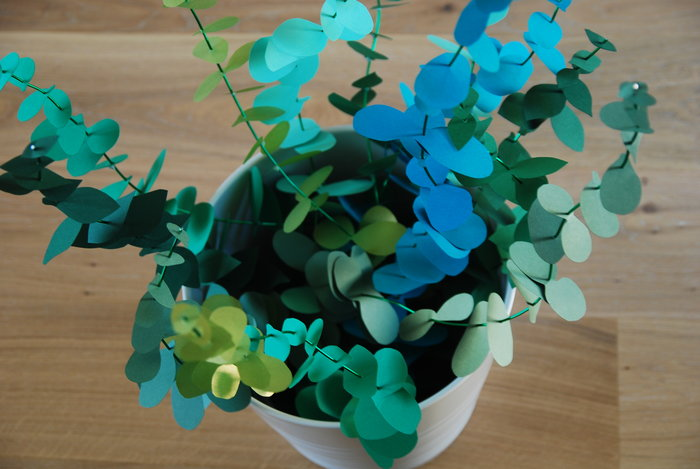 Zoom Bouquet Eucalyptus paper, paper plant, papier, green, feuilles, kirigami, Laure Devenelle