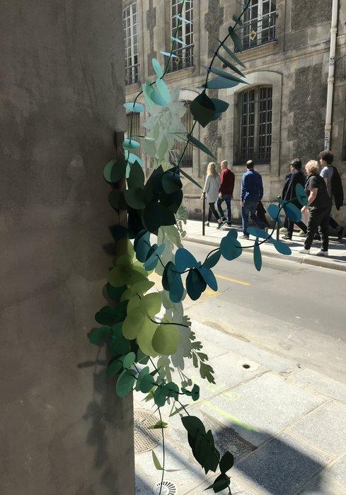 Scénographie de papier, sculpture, photo Ma Petite Vitrine, les Raffineurs, Bouquet Eucalyptus paper, paper plant, papier, green, feuilles, kirigami, Laure Devenelle