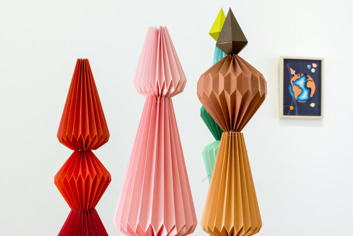 Sculptures-Zoom-Totem-origami-pliage-l'homme-mineral-photographie-mairie-de-Cormeilles-en-parisis-creation-papier-Laure-Devenelle-2018