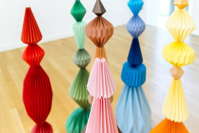 Sculptures-Totem-origami-pliage-l'homme-mineral-photographie-mairie-de-Cormeilles-en-parisis-creation-papier-Laure-Devenelle-2018