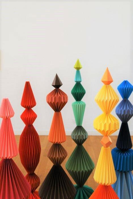 hauteur-Sculptures-6-Totems-pliage-exposition-personnelle-Lamaziere-homme-mineral-creation-Origami-papier-©-Laure-Devenelle-2018