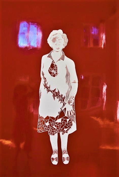 Etre-grand-mere-kirigami-papier-exposition-personnelle-metamorphoses-Lamaziere-cormeilles-en-parisis-©-Laure-Devenelle-2018