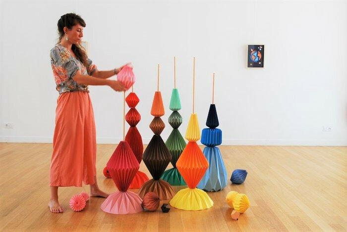 montage-Sculptures-Totems-exposition-personnelle-Lamaziere-Origami-papier-©-Laure-Devenelle-2018