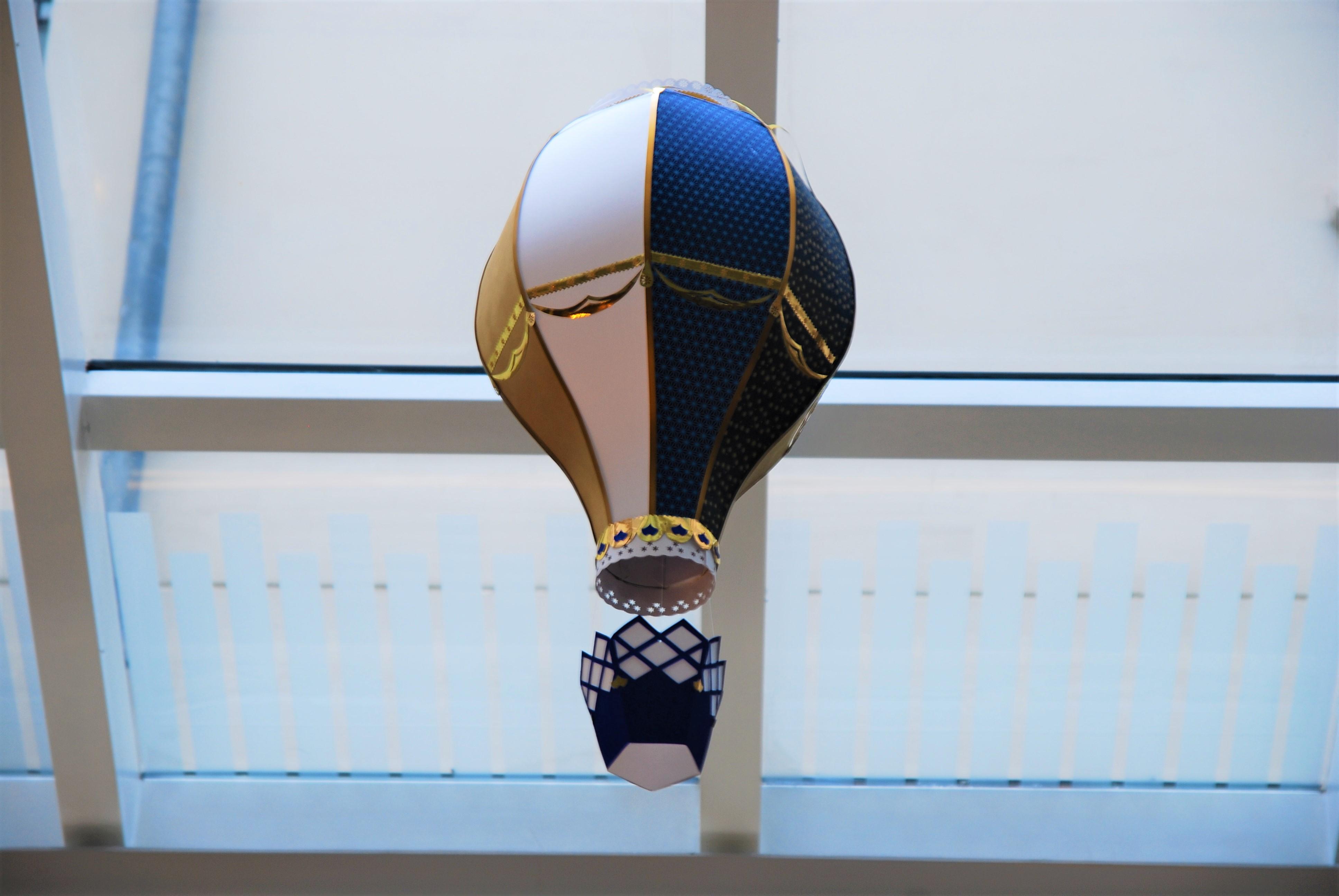 montgolfiere-paper-art-creation-pour-hotel-sofitel-paris-le-faubourg-noel-2018-Laure-Devenelle