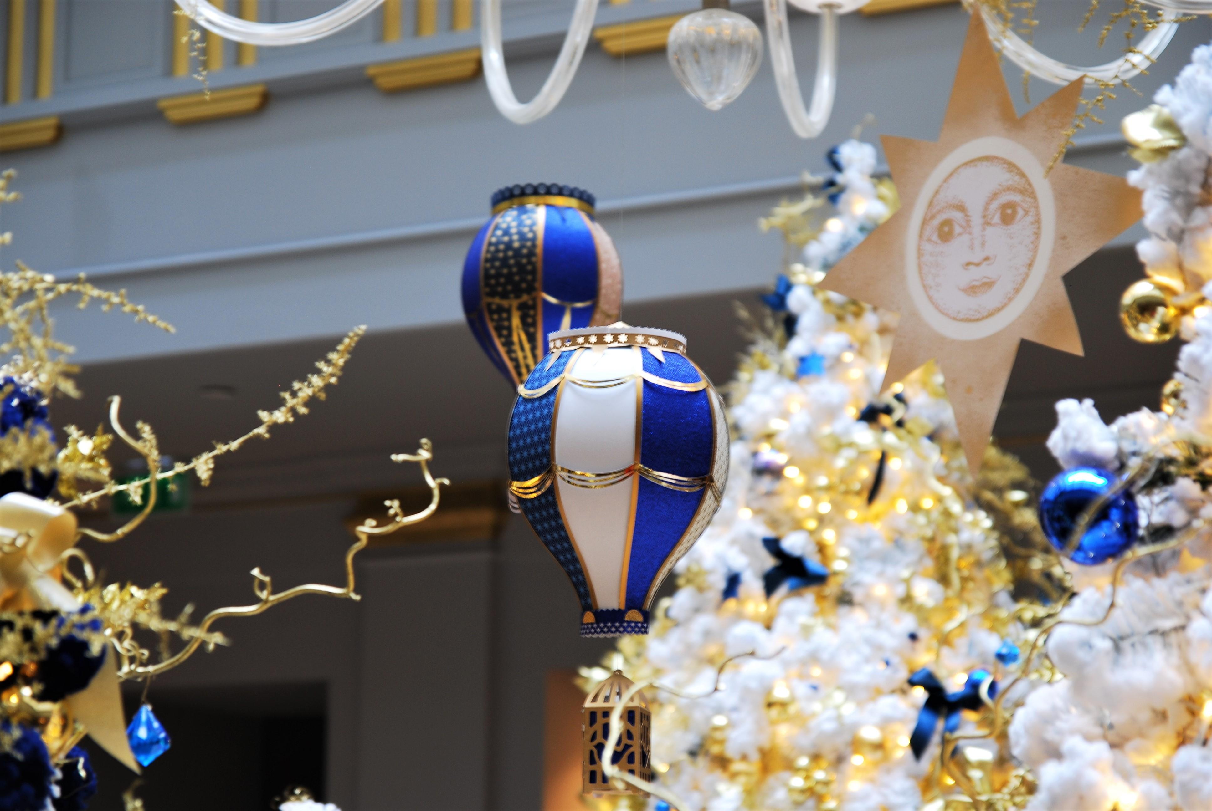 décor-montgolfiere-paper-art-creation-pour-hotel-sofitel-paris-le-faubourg-noel-2018-Laure-Devenelle