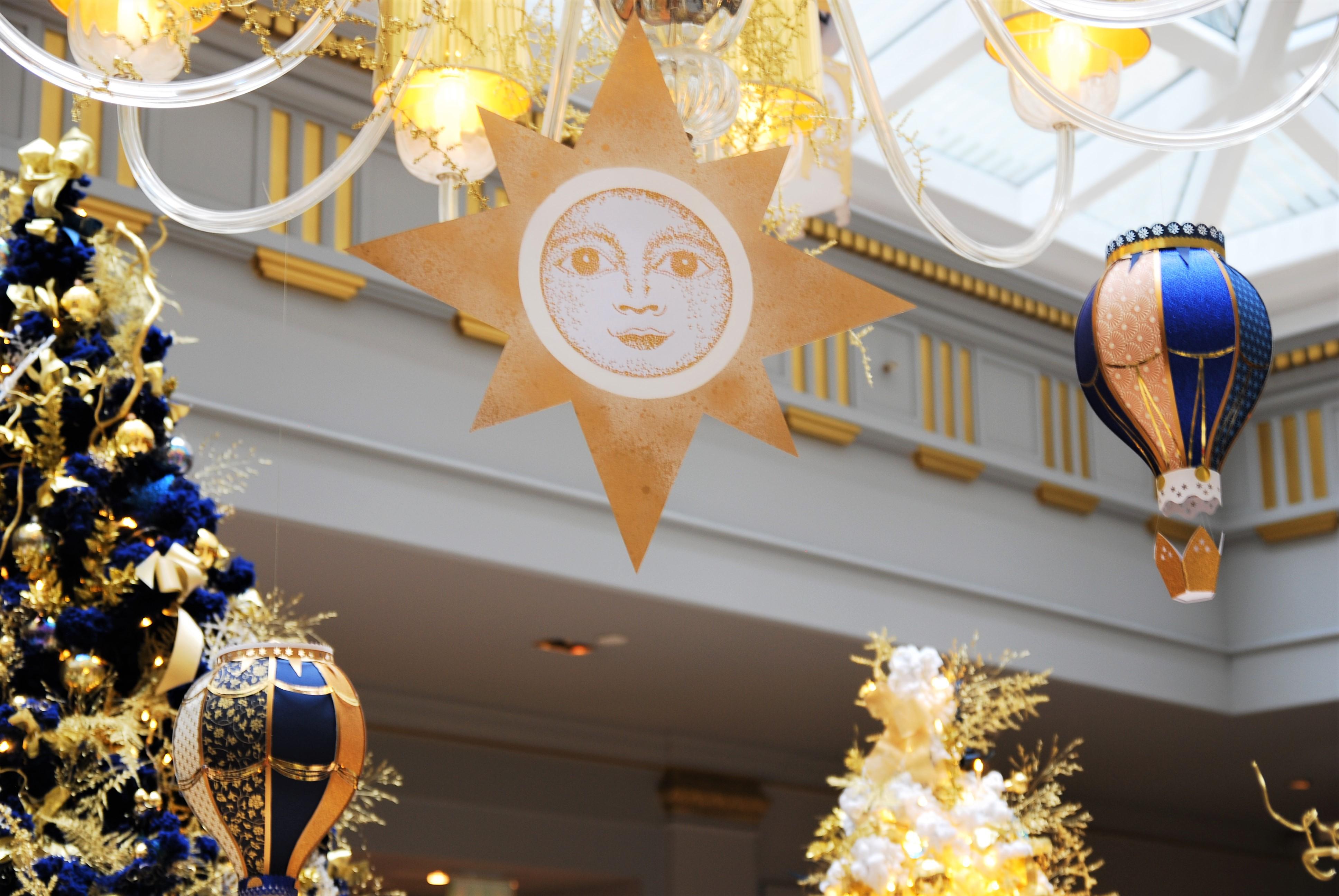 soleil-scenographie-installation-aerienne-montgolfiere-paper-art-creation-pour-hotel-sofitel-paris-le-faubourg-noel-2018-Laure-Devenelle