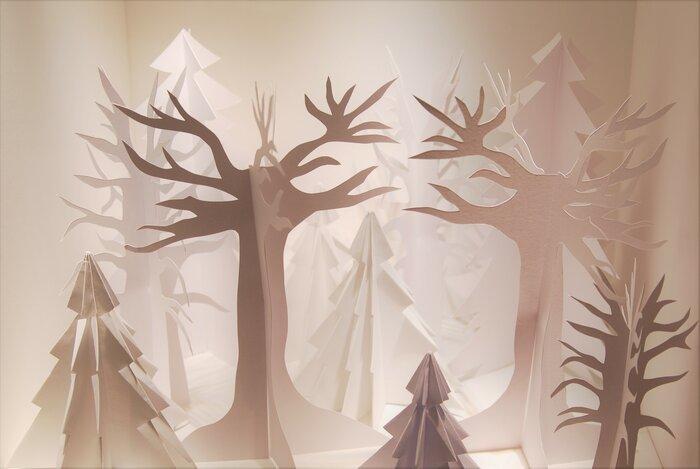 foret-de-sapin-fantasmagorique-scenographie-de-vitrines-paper-art-kirigami-bijouterie-lamy-annecy-laure-devenelle