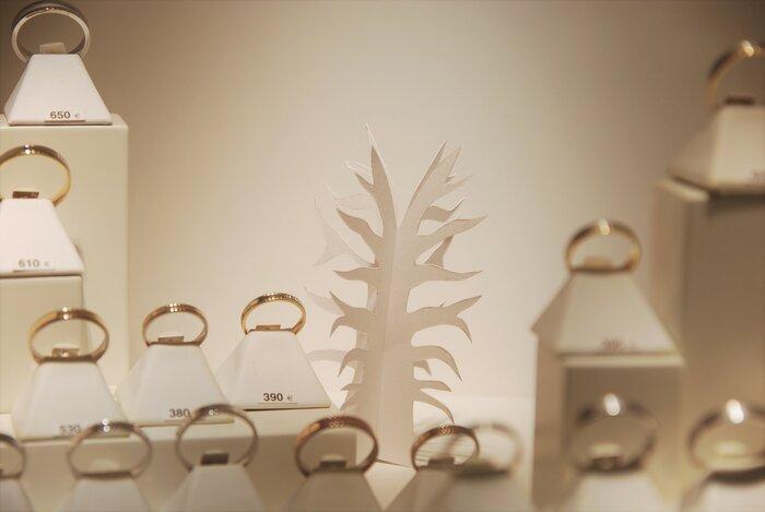 arbuste-petit-scupture-vitrines-paper-art-kirigami-bijouterie-lamy-annecy-laure-devenelle