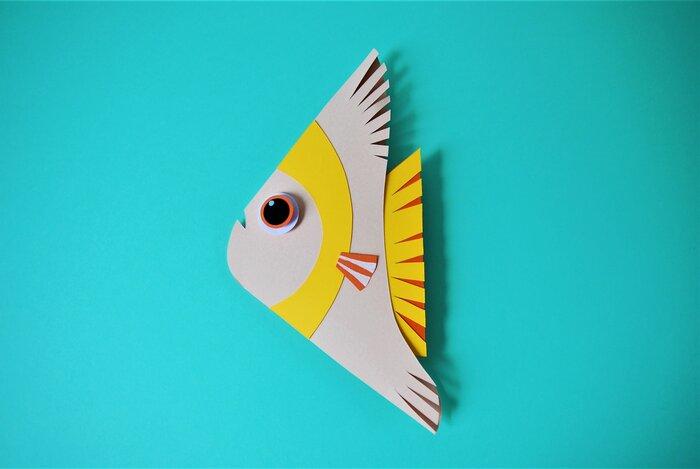 poissons-triangle-fish-paper-art-scenographie-de-vitrine-pour-Muriel-gants-Paris-Laure-Devenelle