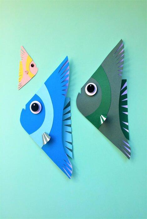 tribu-des-poissons-fish-paper-art-scenographie-de-vitrine-pour-Muriel-gants-Paris-Laure-Devenelle