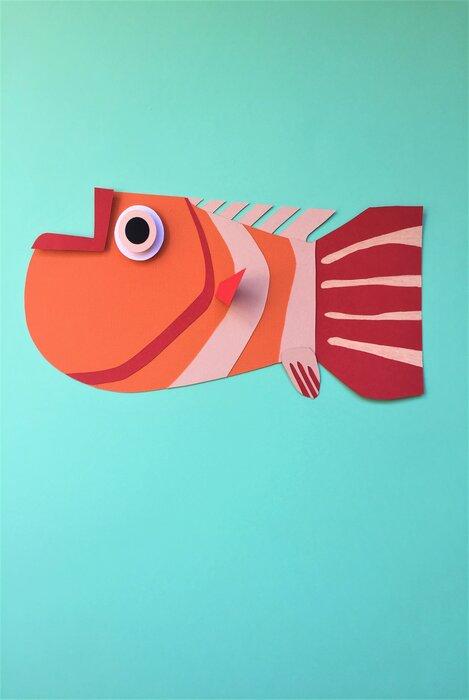 gros-poissons-orange-fish-paper-art-scenographie-de-vitrine-pour-Muriel-gants-Paris-Laure-Devenelle