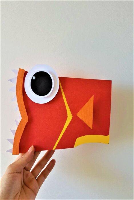 poissons-piranhas-fish-paper-art-scenographie-de-vitrine-pour-Muriel-gants-Paris-Laure-Devenelle