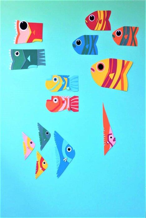tribu-poissons-fonds sous-marins-fish-paper-art-scenographie-de-vitrine-pour-Muriel-gants-Paris-Laure-Devenelle