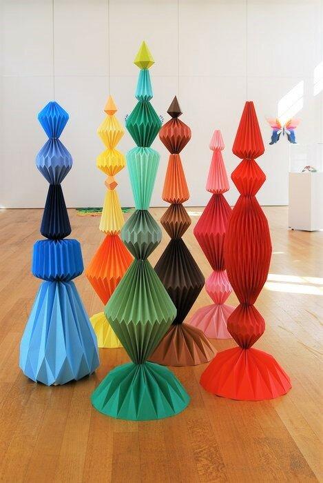 Sculptures-6-Totems-pliage-exposition-personnelle-Lamaziere-l'homme-mineral-creation-Origami-papier-©-Laure-Devenelle-2018