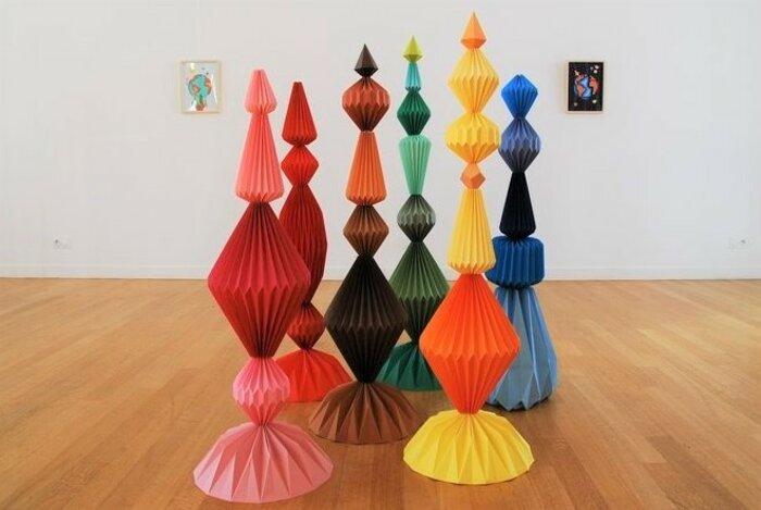 Sculptures-6-Totems-exposition-personnelle-Lamaziere-Origami-papier-©-Laure-Devenelle-2018