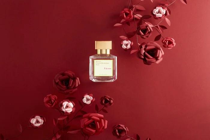 Roses-paper-art-set-design-papier-rouge-maison-Francis-Kurkdjian-parfum-nouvel-an-chinois-2020-Laure-Devenelle