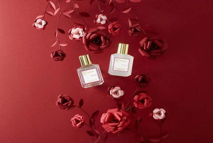 Roses-set-design-paper-sculpture-rouge-maison-Francis-Kurkdjian-parfum-nouvel-an-chinois-2020-Laure-Devenelle