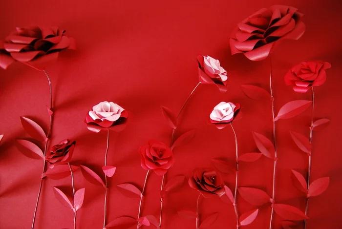 Roses-set-design-papier-Kurkdjian-creation-Laure-Devenelle