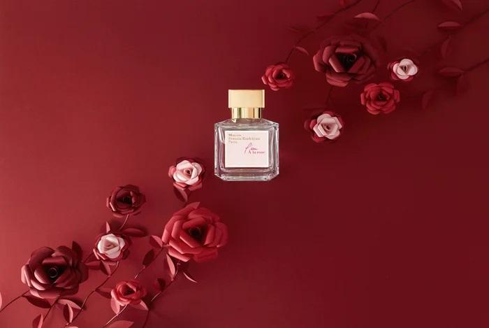 Roses-set-design-papier-rouge-maison-Francis-Kurkdjian-parfum-nouvel-an-chinois-2020-Laure-Devenelle