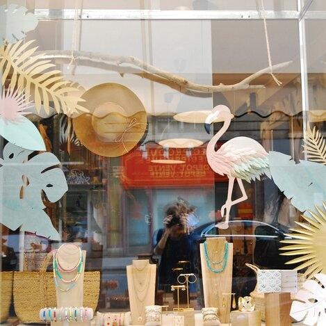 Vitrines paper art, feuillage été, décor pour les boutiques Labelle: comptoir de créateurs de bijoux, 2019, Paris, Laure Devenelle