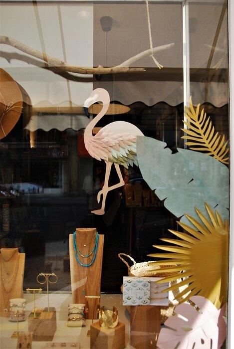 Zoom, Vitrines paper art, feuillage été, décor pour les boutiques Labelle: comptoir de créateurs de bijoux, 2019, Paris, Laure Devenelle
