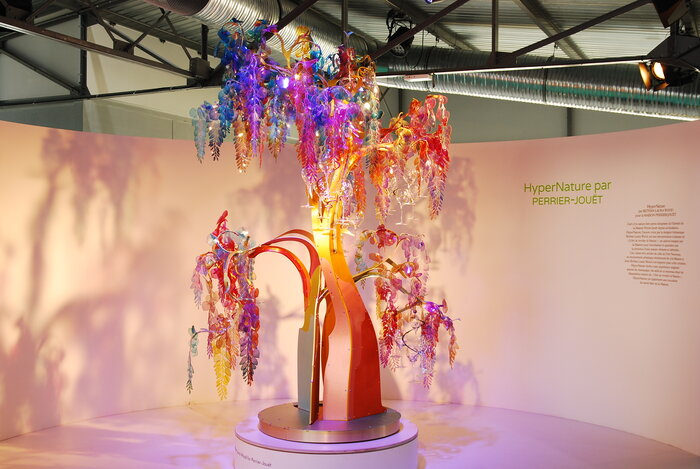 Hypernature-arbre-installation-designer-bethan-laura-wood-for-Perrier-Jouet