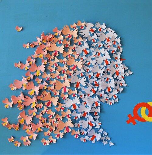 installation-murale-egalite-femme-homme-orchidée-colombe-visage-femme-paper-art-oeuvre-participative-avec-femmes-de-la-maison-des-droits-des-femmes-Mitry-Mory-creation-Laure-Devenelle-2019