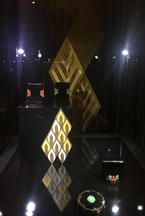 windows-display-losange-or-art-nouveau-exposition-paper-art-creation-Laure-Devenelle-Maison-Christies-Paris-2019