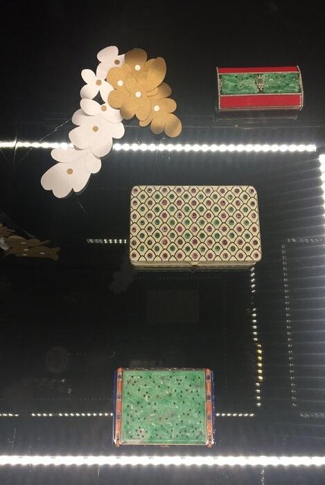 grappe-fleur-art-nouveau-exposition-paper-art-creation-Laure-Devenelle-Maison-Christies-Paris-2019