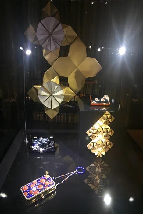 Fleur-origami-or-art-nouveau-exposition-paper-art-creation-Laure-Devenelle-Maison-Christies-Paris-2019