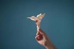 Colibri-Origami-paper-film-publicitaire-Papiers-Clairefontaine-2019-Paper-Artist-Laure-Devenelle